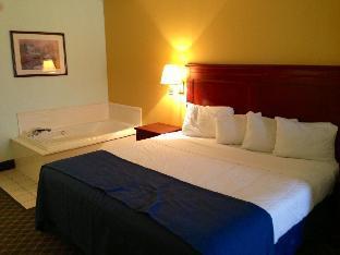 Magnuson Hotel Denham Springs guestroom junior suite
