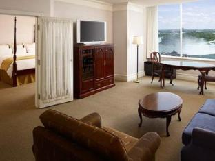 Marriott Niagara Falls Gateway on the Falls Hotel Niagara Falls (ON) - Suite Room