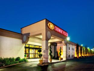 Crowne Plaza At Paramus Park Hotel