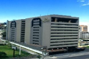 アクロス ホテルの外観