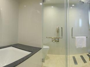 Micasa All Suite Hotel Kuala Lumpur - Two Bedroom Deluxe  - Bathroom