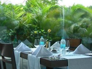 Peerless Inn Kolkata / Calcutta - Food, drink and entertainment
