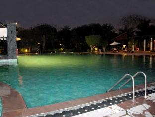 The Uppal - An Ecotel Hotel New Delhi and NCR - Swimming Pool