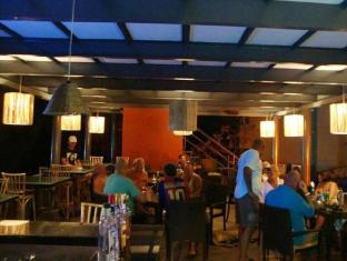 Whispering Palms Beach Resort North Goa - Restaurant