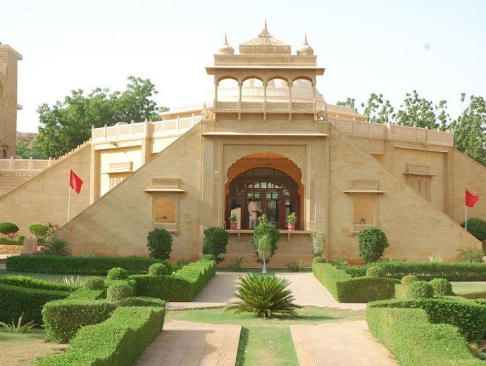 Hotel Heritage Inn Hotel in Jaisalmer. Click to do the booking or to send booking enquiry to the hotel