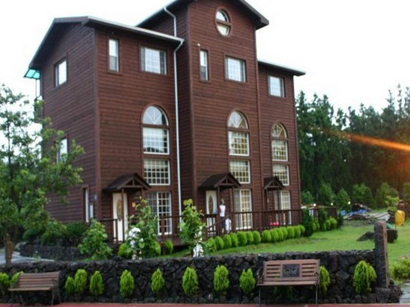 โรงแรม แจ๊ส วิลเลจ รีสอร์ท  (Jazz Village Resort)