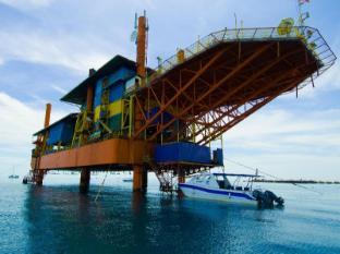 Seaventures Dive Rig Resort