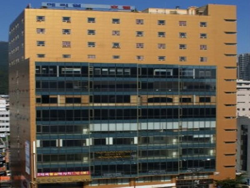 โรงแรม เมเรียล  (Meriel Hotel)