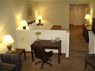 Sturbridge Host Hotel And Conference Center Sturbridge (MA) - Guest Room
