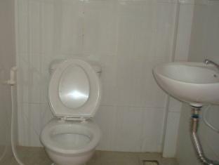 White Beach Bungalows Sihanoukville - Classic Bathroom