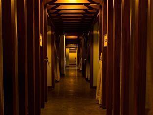 Madison Square Garden Hotel Manila - Spa Hallway