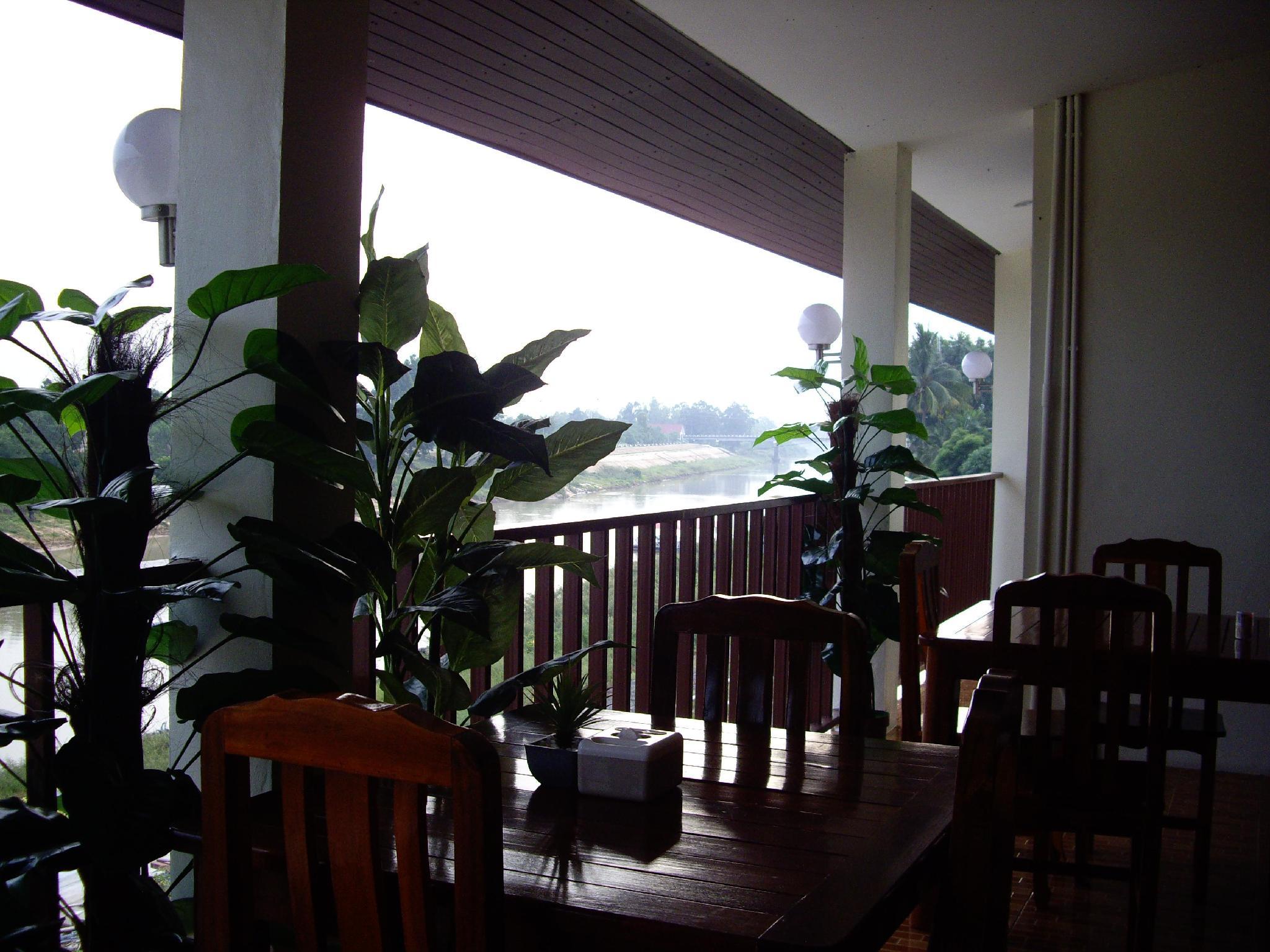Srithongkul Riverside Hotel - Surin