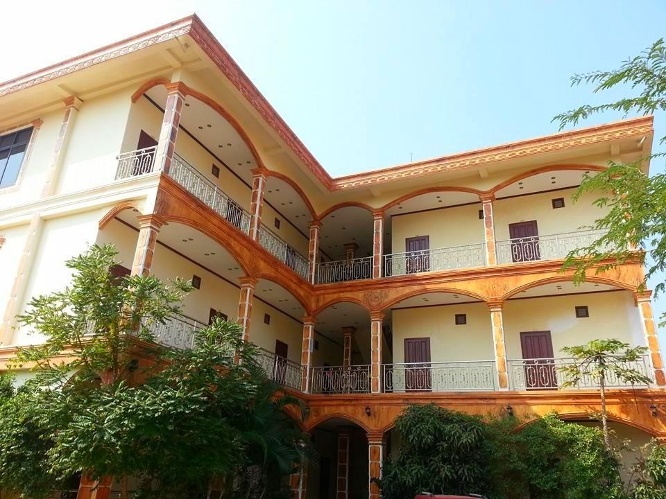 Saynamngeun dokmuey hotel vientiane laos great for Laos hotels 5 star