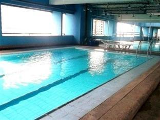 The Peak Tower Apartment Manila - Swimming pool