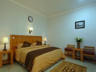 Cherry Garden Hotel Medan - Kamar Tidur