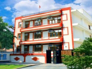 Silver Leaf Noida Hotel