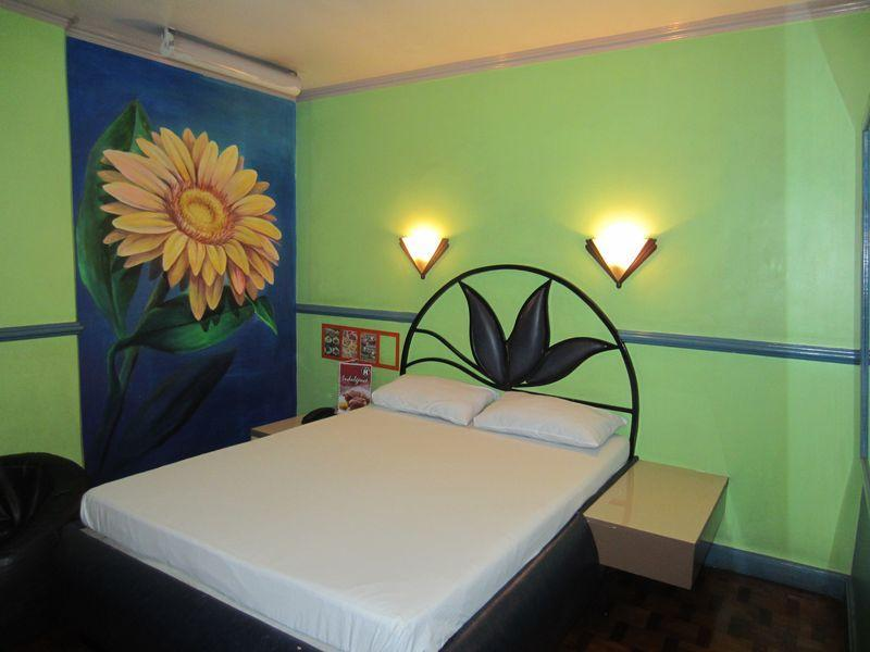 Halina Drive-Inn Hotel Sta. Mesa - Hotels and Accommodation in Philippines, Asia