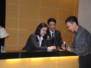 Emilia Hotel By Amazing - Palembang Palembang - Resepsionis