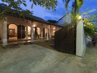 AMBASSADOR'S HOUSE0