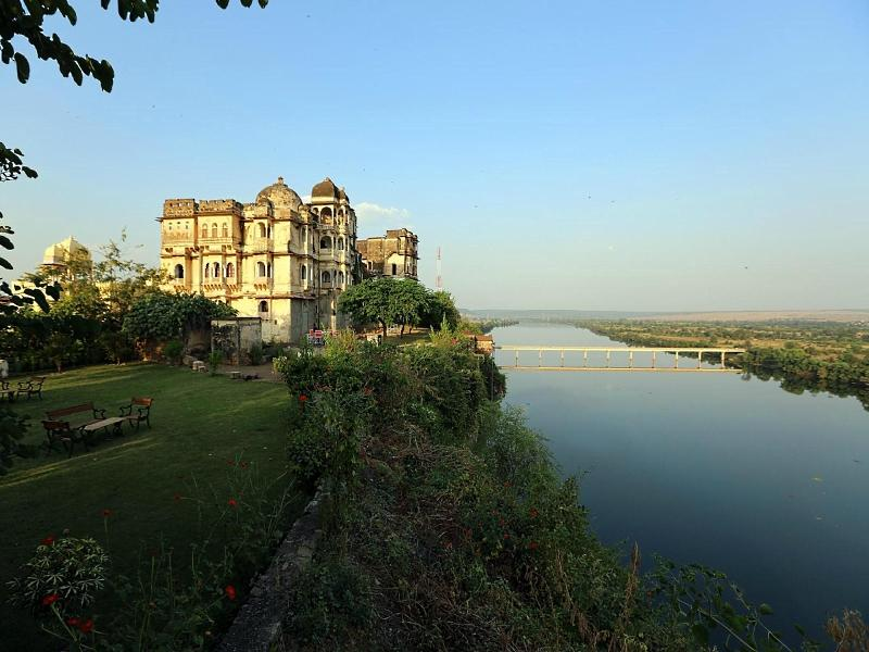 Bhainsrorgarh Fort Hotel - Kota