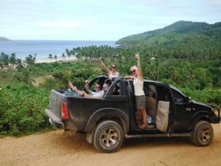 Verde Safari Excursions Bed and Breakfast El Nido - Overlooking our beach & Road to Verde Safari