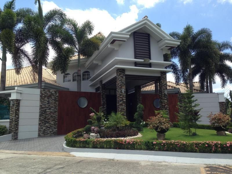 PLJ Executive Magical Villa Angeles / Clark - Entrance of Villa