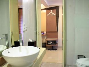 Hotel Neo Kuta Jelantik Bali - Bathroom