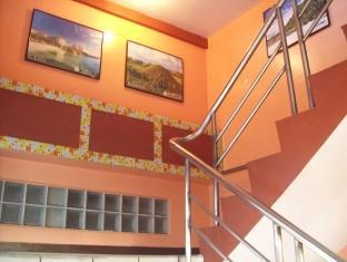 Jackarde Suites Manila - Stairway