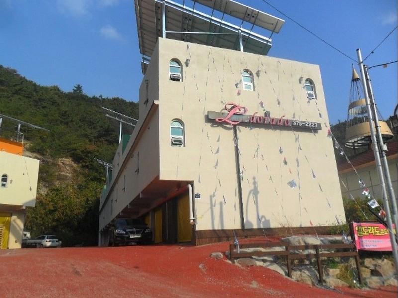 โรงแรม เอลโดราโด รีสอร์ท คอนโด  (Eldorado Resort Condo)