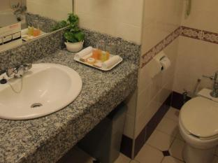 Grand Continental Kuching Hotel Kuching - Bathroom