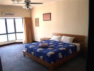 Penthousekk Kota Kinabalu - Master bedroom with toilet bathroom