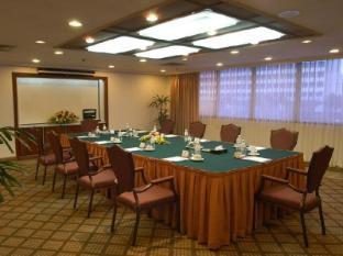 Grand Margherita Hotel קוצ'ינג - חדר ישיבות
