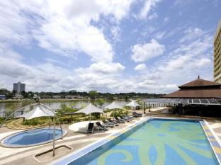 Grand Margherita Hotel קוצ'ינג - בריכת שחיה
