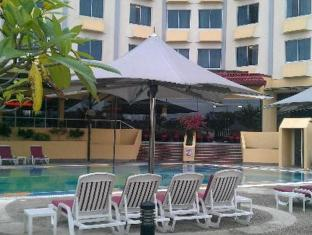 Grand Margherita Hotel Kuching - Bazén