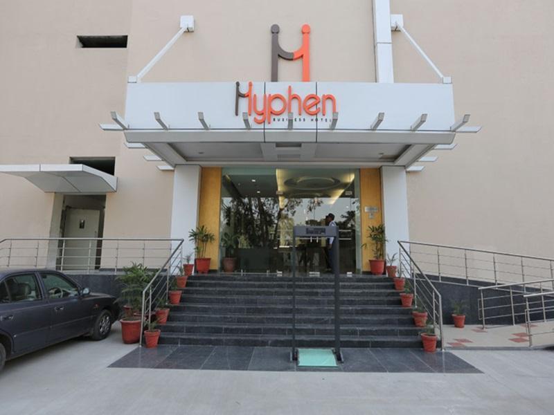 Hotel Hyphen Premier - Meerut