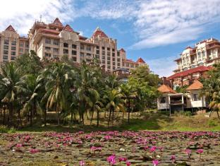 Putrajaya Marriott Hotel Kuala Lumpur - Lily Pond