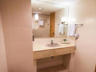 The Zon All Suites Residences On The Park Hotel Kuala Lumpur - 2 Bedroom Deluxe - 1st Bathroom