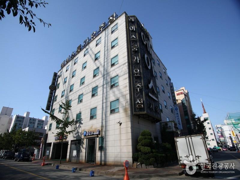 โรงแรม บิซเทล เอซ โมเต็ล  (Biztel Ace Motel)