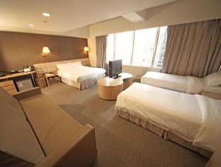 H1 Hotel Hong Kong - 30Msq Super Deluxe Family room (1 Queen & 2 Twin)