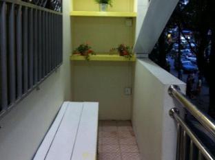 Little Cabin Inn Yangon - Balkon/Teras