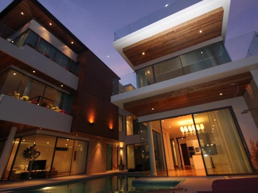 Hotell The Grand Seetrough Villas i Naiharn, Phuket. Klicka för att läsa mer och skicka bokningsförfrågan