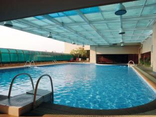 Royal Suites and Towers Hotel Shenzhen - Swimming Pool