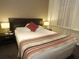 Quest On William Apartments - Room type photo