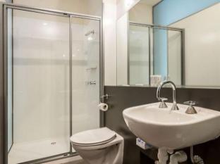 Quest Trinity House Hotel Hobart - Bathroom