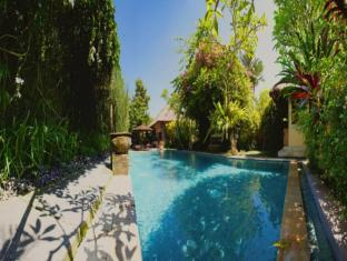 Barong Resort & Spa Bali - Swimming Pool