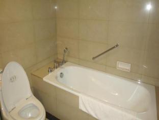 Ari Putri Hotel Bali - Bathroom