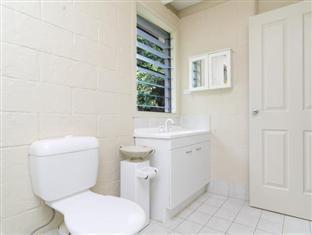 Cairns Beach & Golf Holiday House Cairns - Bathroom
