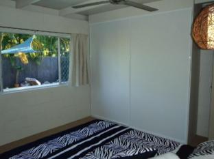 Cairns Beach & Golf Holiday House Cairns - Bedroom