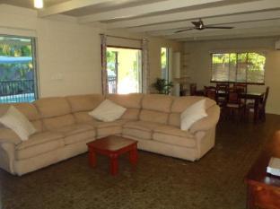 Cairns Beach & Golf Holiday House Cairns - Lounge