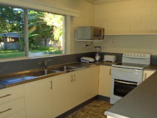 Cairns Beach & Golf Holiday House Cairns - Kitchen